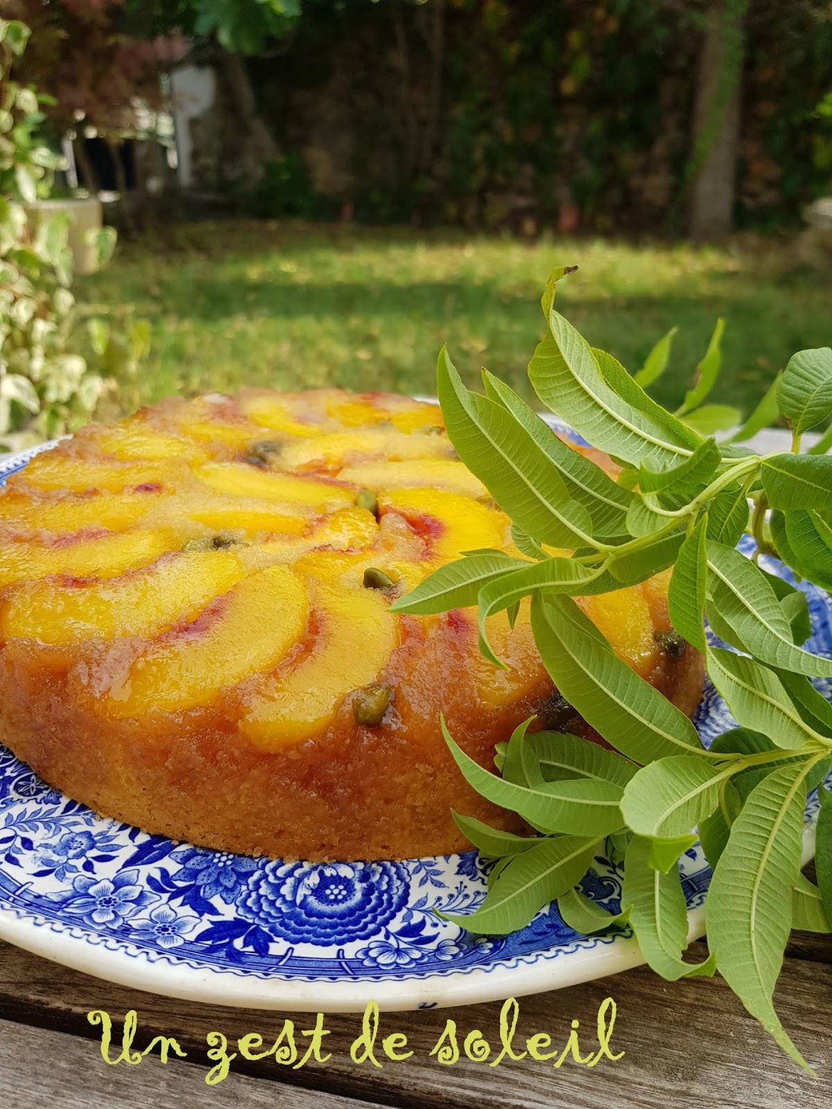 Gâteau moelleux aux pèches, amandes etverveine